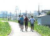 淀川堤防を走る1