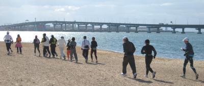 甲子園浜を走る